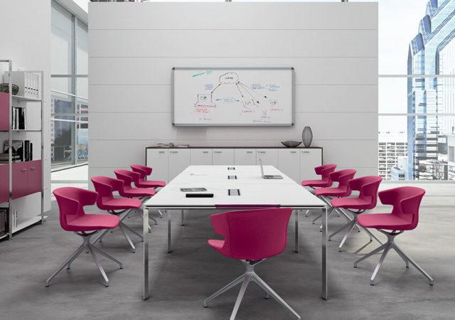 Sejna miza s fotelji