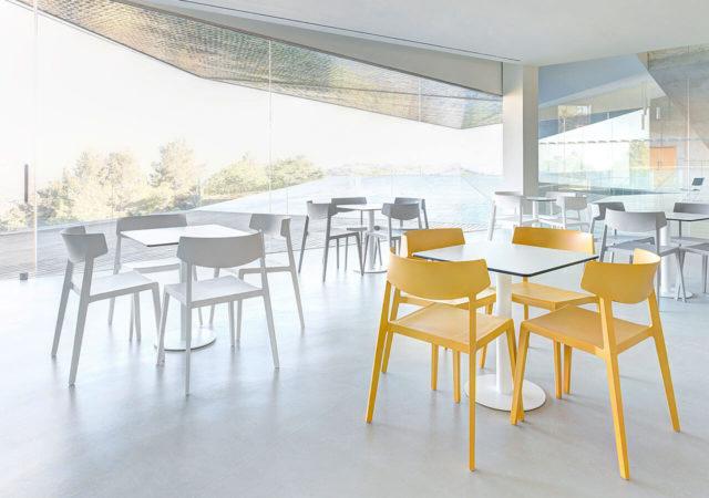 Mize in stoli za kavarne