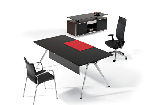 Pisalna miza za direktorja