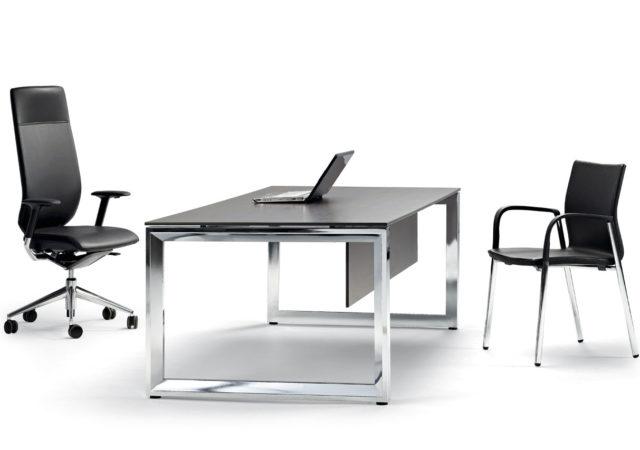 Pisarniške mize Vital plus s kromiranim podnožjem loop