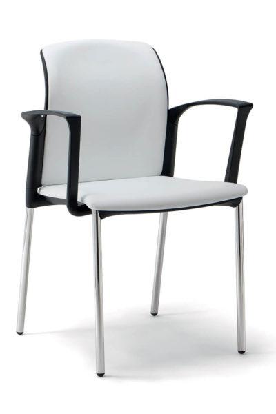 Konferenčni stol z oblazinjenim hrbtom in sedišem