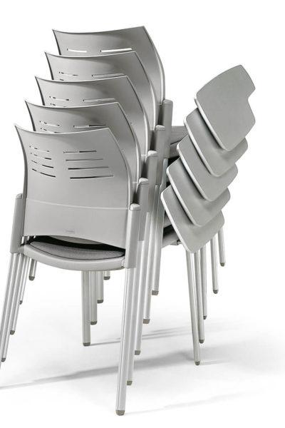 Nakladalni konferenčni stoli s poličko